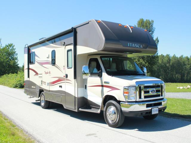 Traveland RV Rental's 27' Class C on a sunny day